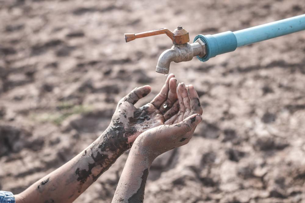 Un invento que ayuda a los que no tienen cómo lavarse las manos