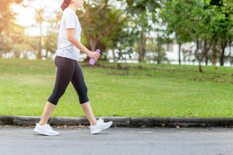 caminata mujer ejercicio