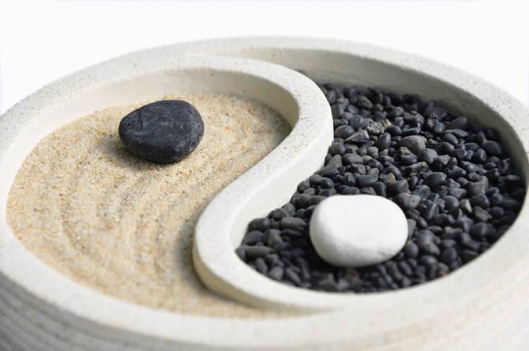 Jardín zen con forma de yin yang