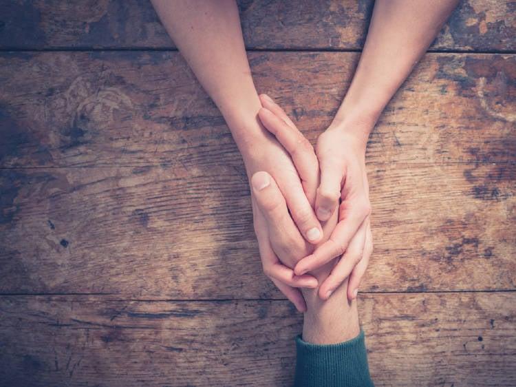 manos entrelazadas amor