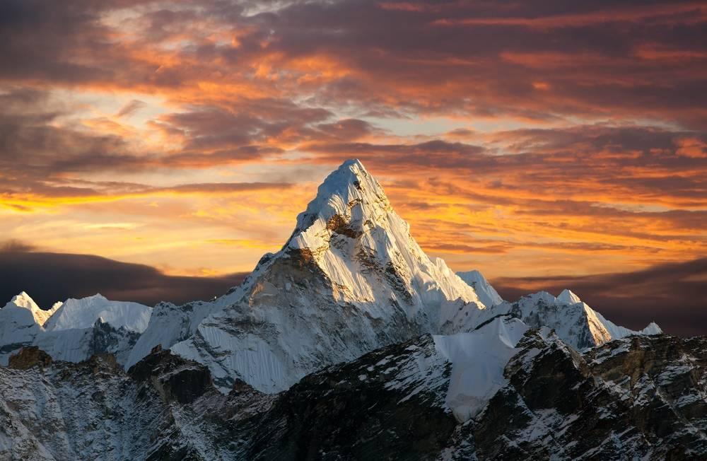 Lo que sucede en una de las montañas mas altas del mundo es de no creerse