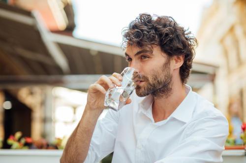Conoce los beneficios para la salud de beber agua tibia