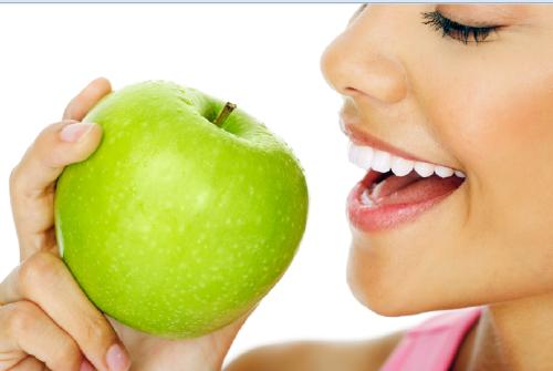 7 alimentos que te ayudarán a mantener una buena salud bucodental