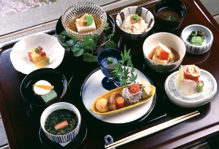 plato de comida japonesa
