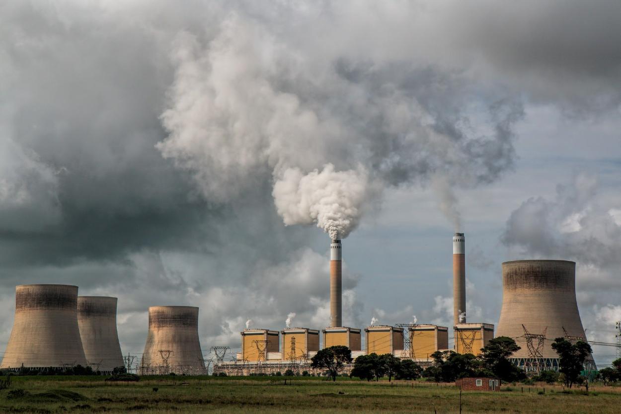 """La UE acuerda reducción de """"al menos el 55%"""" del CO2 en 2030"""