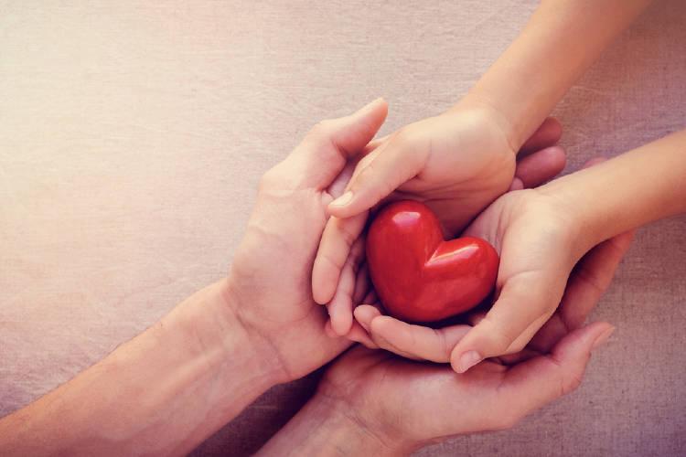 manos corazon