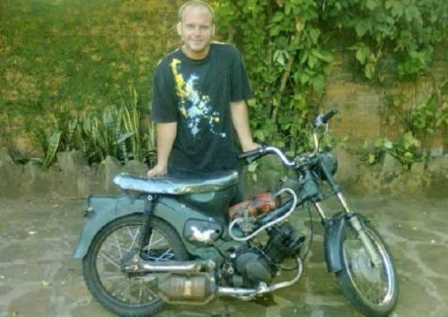 Mecanico logró que una motocicleta funcione con agua en vez de nafta