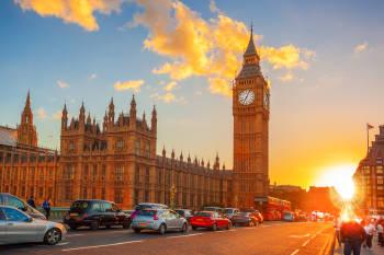 Una calle de Londres con el Big Ben de Londres