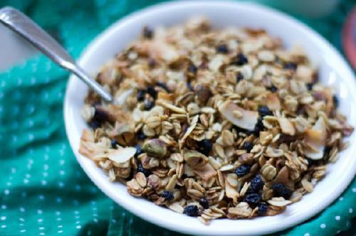 Granola: conoce sus beneficios y cómo prepararla fácilmente