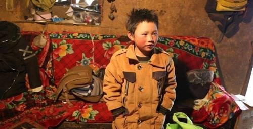 La historia detrás de la foto de un niño que llega congelado al colegio