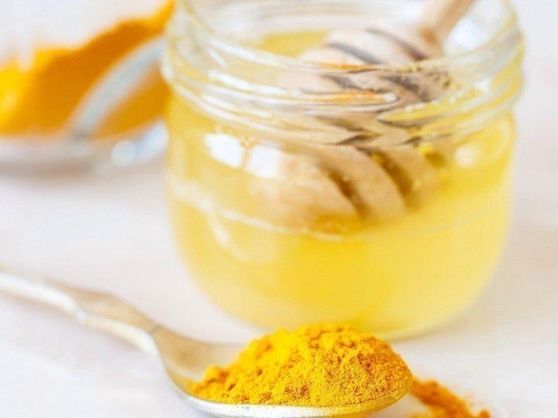 miel y cúrcuma- dolor de garganta