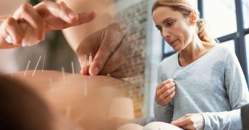 Estos son los beneficios de practicar acupuntura durante la menopausia