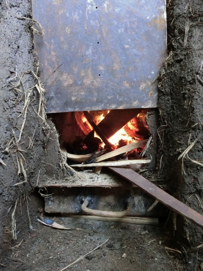 estufa rocket encendida