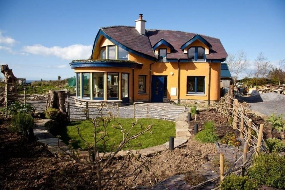 Sus amigos creían que estaban locos, pero construyeron esta casa con sus prop..