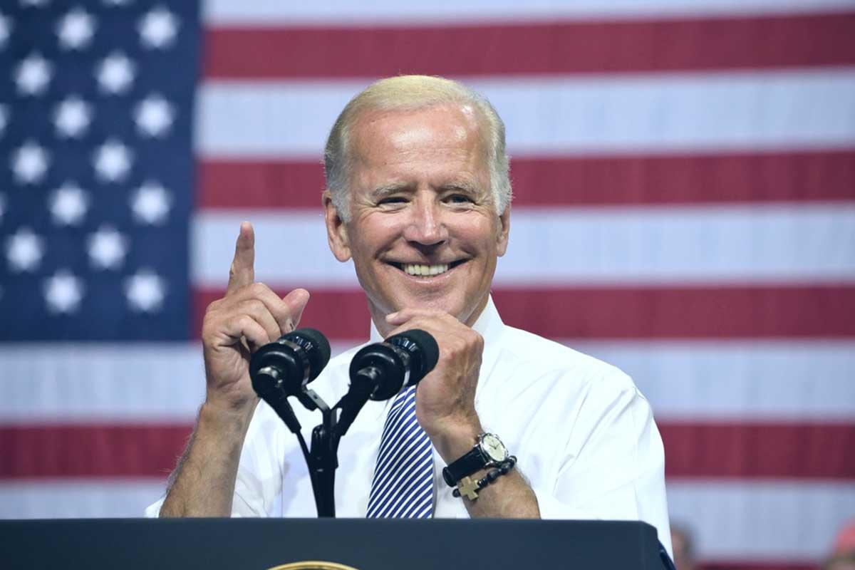 Biden anunció que Estados Unidos buscará reducir las emisiones de carbono a la mitad para 2030