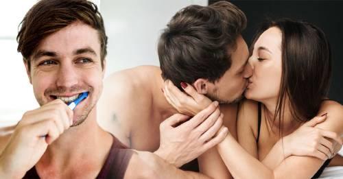 Descubre la relación entre lavarse los dientes y tener buen sexo