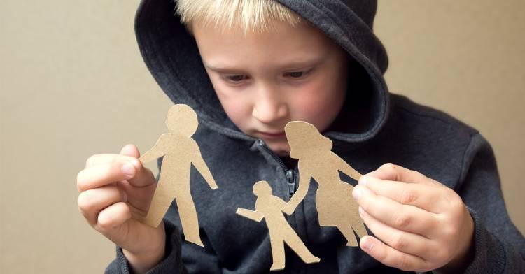 ¿Qué le pasa a un niño si es separado de su familia?