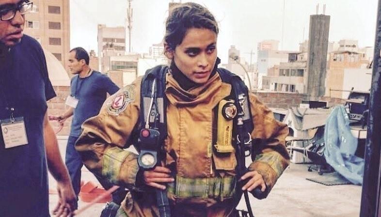 Ella quiere demostrar que puede ser miss Perú y bombero, las dos cosas a la vez