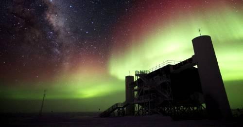 Científicos descubren partículas fantasma que bombardean la Tierra. ¿Qué son y representan un peligro?
