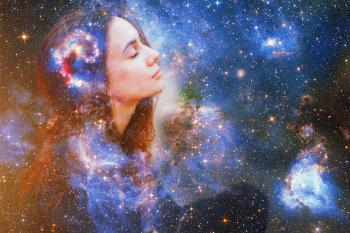 galaxia mujer sentada