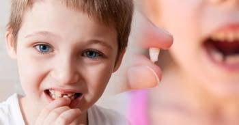 Por qué los médicos están alentando a los padres a guardar los dientes de leche de sus pequeños