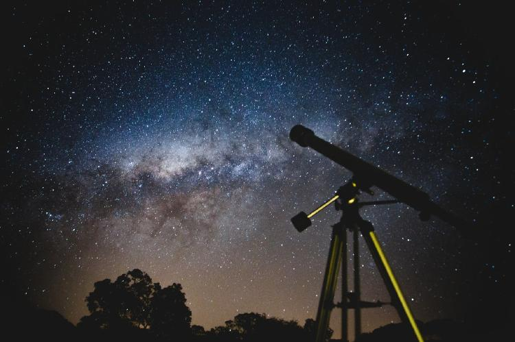 black-telescope-under-blue-and-blacksky-2034892