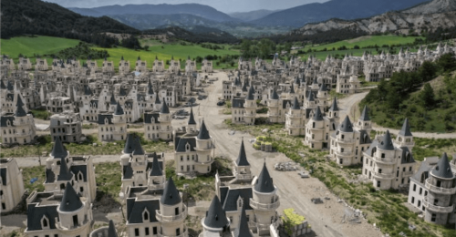 Conoce la ciudad fantasma de Turquía con más de 700 castillos abandonados