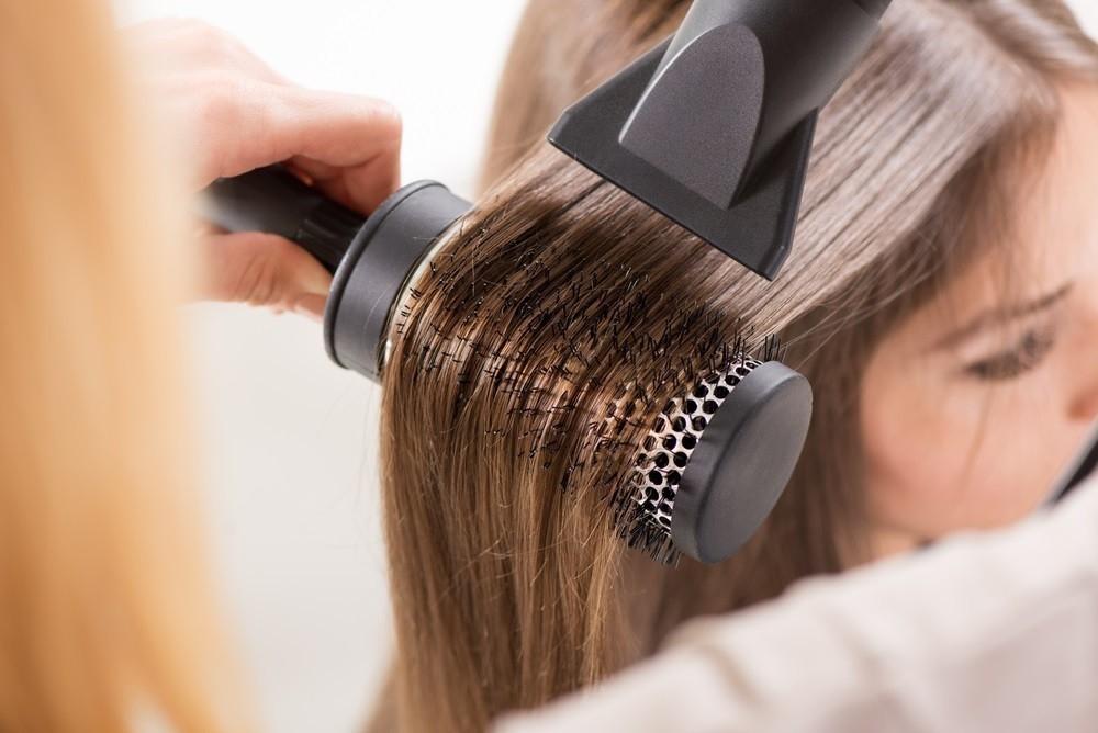 Cómo proteger el cabello de los daños de la planchita y el secador de forma  natural 38a83a035a89