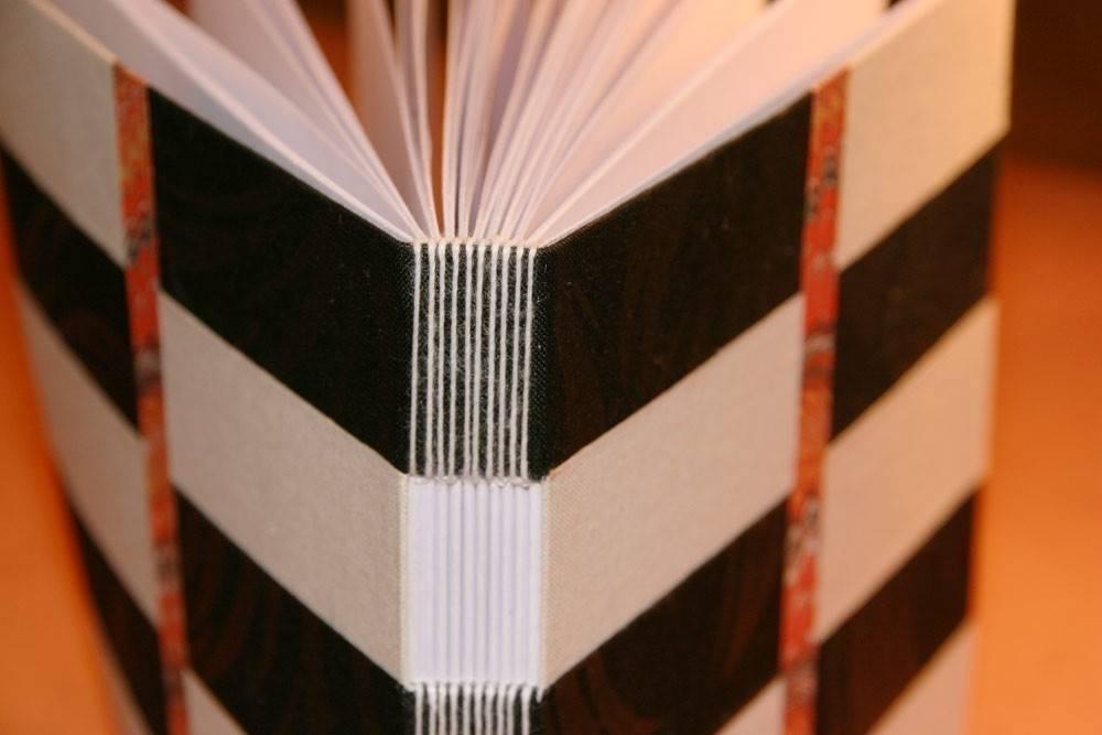 Cómo hacer un cuaderno con costura de ojal
