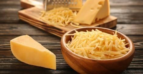 Según el Dr. Barnard  los grupos industriales presionan al gobierno estadounidense para promocionar el consumo de queso