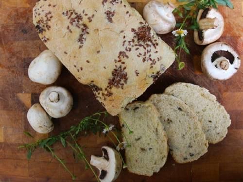 Cómo hacer un pan de champiñones y linaza