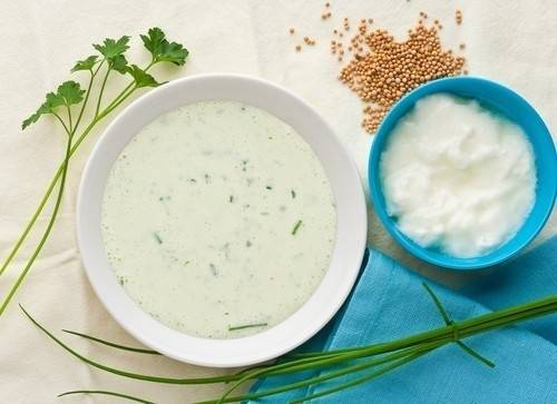 3 aderezos que puedes preparar con yogur natural