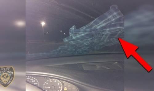 Por esta razón, si encuentras ropa en el parabrisas no deberías tocarla