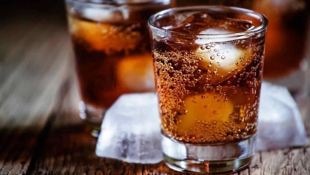 Alerta: un muerto y varios intoxicados por beber un famoso refresco
