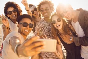 Jovenes se toman una selfie