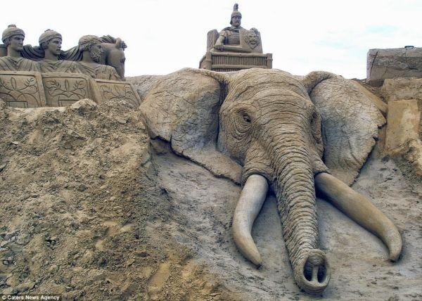 impresionantes-esculturas-de-arena-capturan-el-mundo-animal-con-un-detalle-asombroso 01