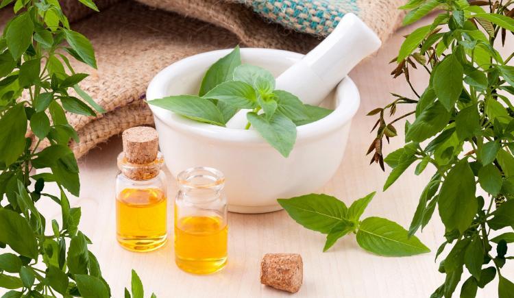 Aceites esenciales para granos en la cara