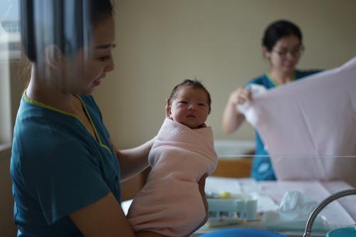 China permite tres hijos por familia