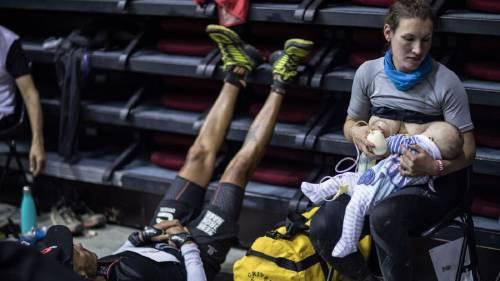 Esta atleta dio de amamantar en medio de la competencia