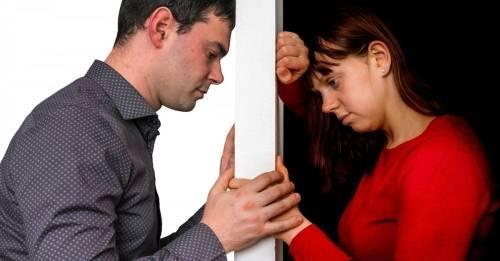 7 maneras en las que podrías estar dañando la autoestima de tu pareja sin da..