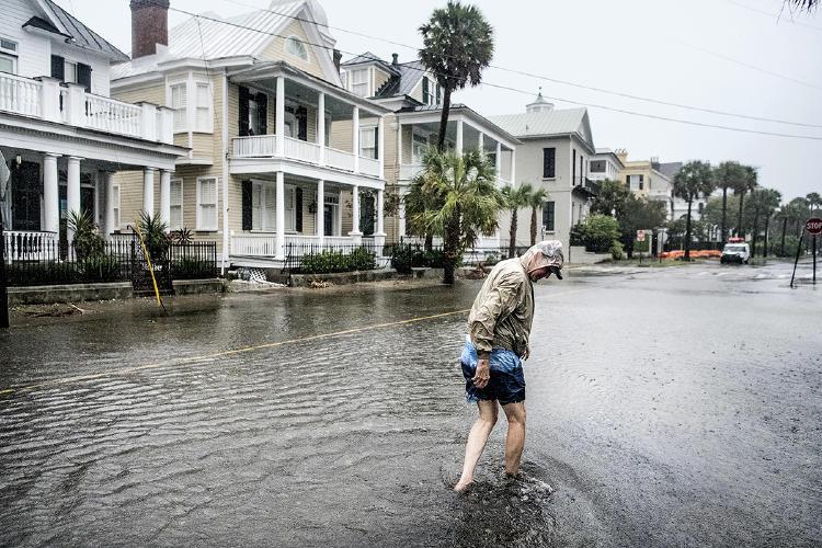 Calle inundada debido al aumento del nivel del mar