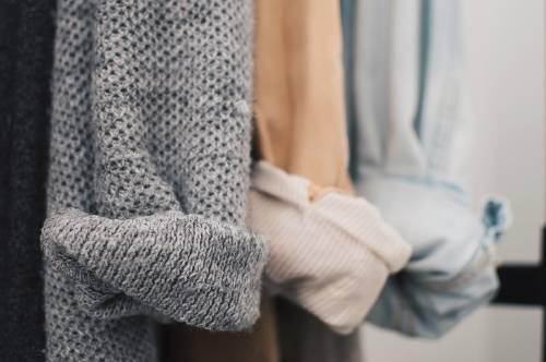 Armario cápsula: un método para potenciar tu estilo mientras cuidas el planeta