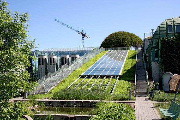 construccion ecologica techo verde panel solar