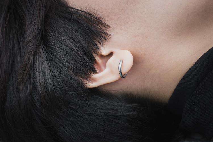 aretes en la oreja