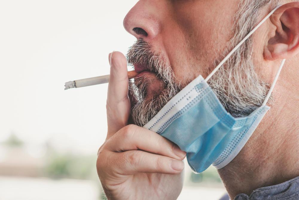 Afirman que los fumadores tienen más riesgo a desarrollar 10 síntomas del Covid-19