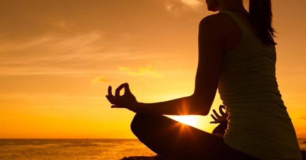 Si meditas, esto es lo que podría pasarle de bueno a tu piel y tu pelo