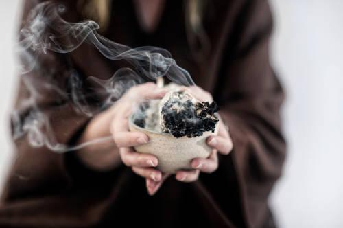 Sahumar: una técnica ancestral para limpiar la energía de tus espacios
