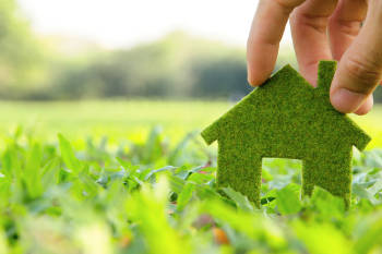 símbolo verde al aire libre de una casa ecológica