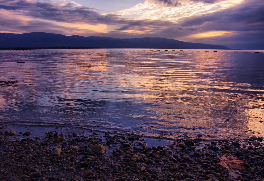 Reaparece una iglesia hundida por la baja contaminación de un lago en Turquía