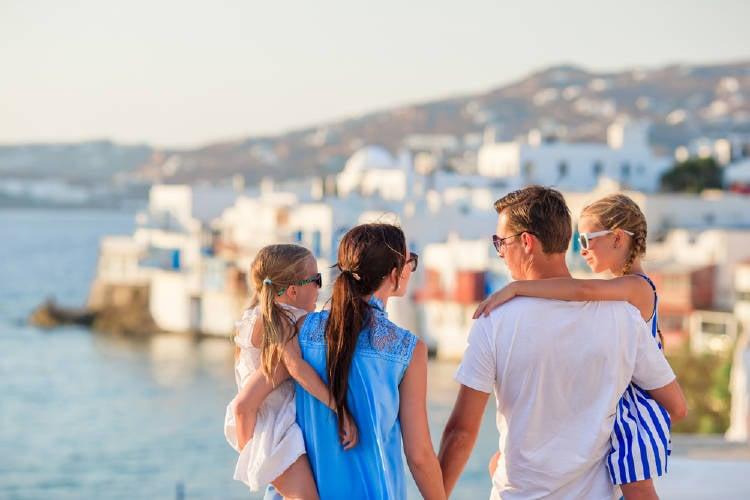 Isla de Grecia busca familias que se muden